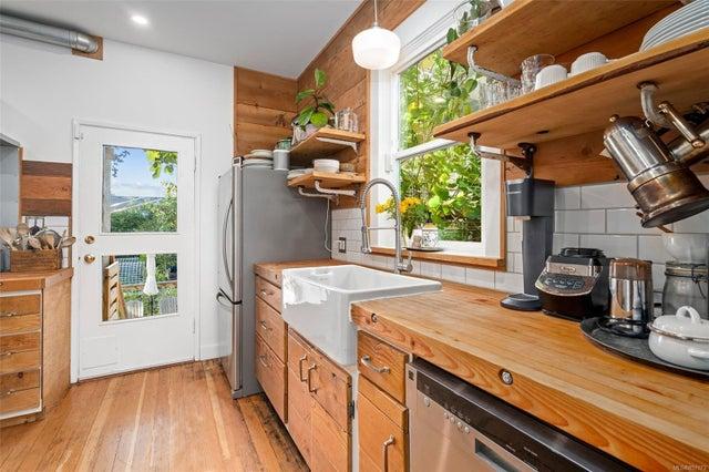 2632 Fernwood Rd - Vi Oaklands Full Duplex for sale, 5 Bedrooms (857173) #12