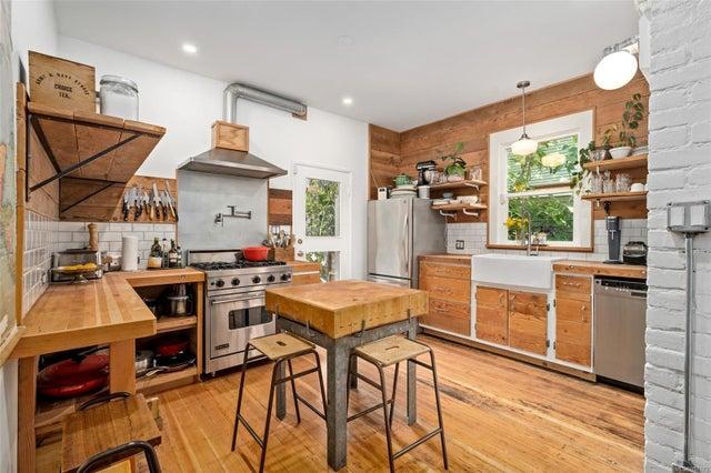 2632 Fernwood Rd - Vi Oaklands Full Duplex for sale, 5 Bedrooms (857173) #13