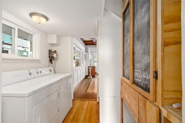 2632 Fernwood Rd - Vi Oaklands Full Duplex for sale, 5 Bedrooms (857173) #17