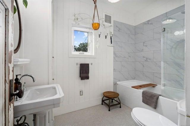 2632 Fernwood Rd - Vi Oaklands Full Duplex for sale, 5 Bedrooms (857173) #20