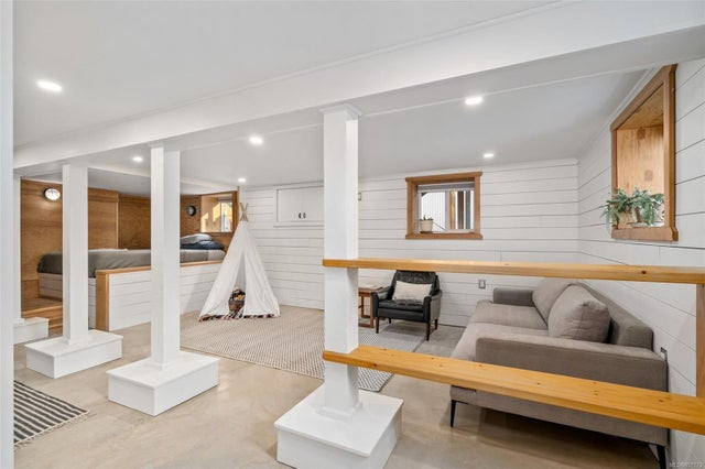 2632 Fernwood Rd - Vi Oaklands Full Duplex for sale, 5 Bedrooms (857173) #21