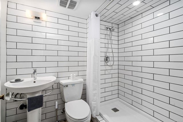 2632 Fernwood Rd - Vi Oaklands Full Duplex for sale, 5 Bedrooms (857173) #26