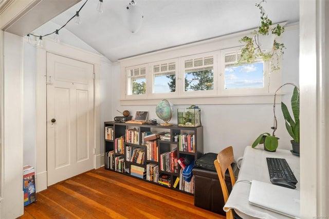 2632 Fernwood Rd - Vi Oaklands Full Duplex for sale, 5 Bedrooms (857173) #32