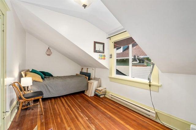2632 Fernwood Rd - Vi Oaklands Full Duplex for sale, 5 Bedrooms (857173) #33