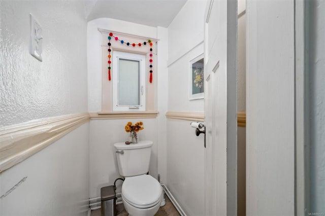 2632 Fernwood Rd - Vi Oaklands Full Duplex for sale, 5 Bedrooms (857173) #36