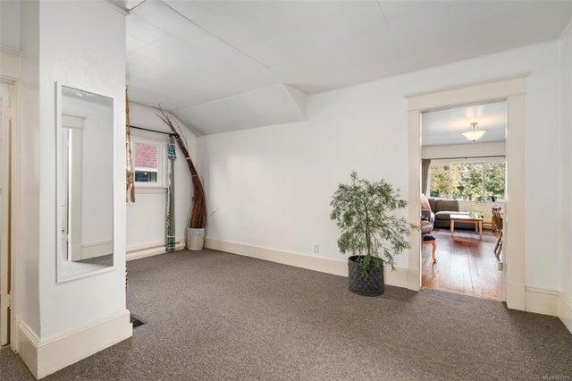 2632 Fernwood Rd - Vi Oaklands Full Duplex for sale, 5 Bedrooms (857173) #38