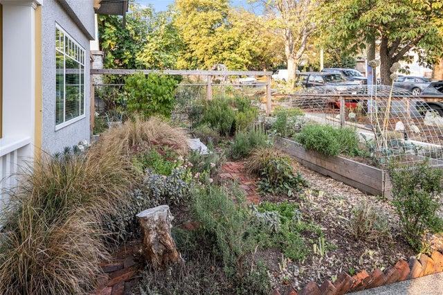 2632 Fernwood Rd - Vi Oaklands Full Duplex for sale, 5 Bedrooms (857173) #43