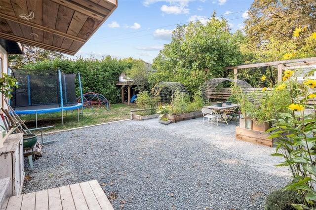 2632 Fernwood Rd - Vi Oaklands Full Duplex for sale, 5 Bedrooms (857173) #45