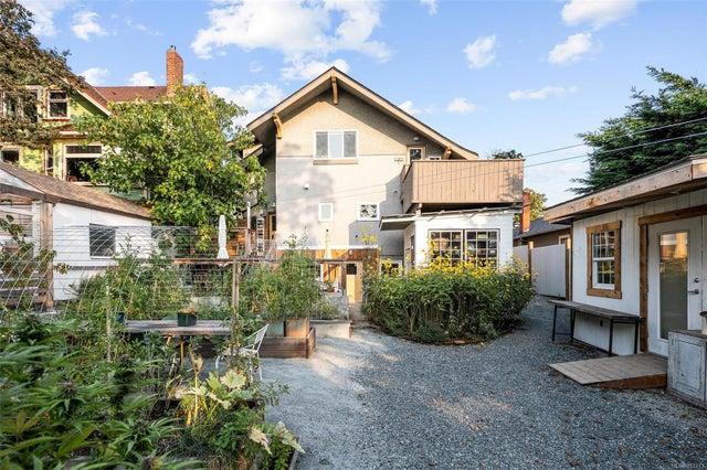 2632 Fernwood Rd - Vi Oaklands Full Duplex for sale, 5 Bedrooms (857173) #46