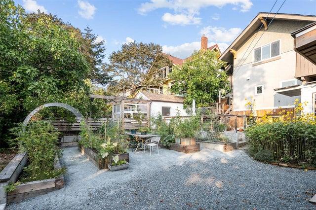 2632 Fernwood Rd - Vi Oaklands Full Duplex for sale, 5 Bedrooms (857173) #48
