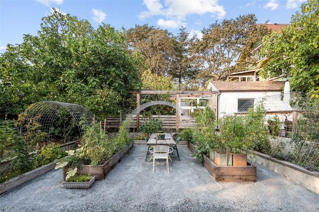 2632 Fernwood Rd - Vi Oaklands Full Duplex for sale, 5 Bedrooms (857173) #49