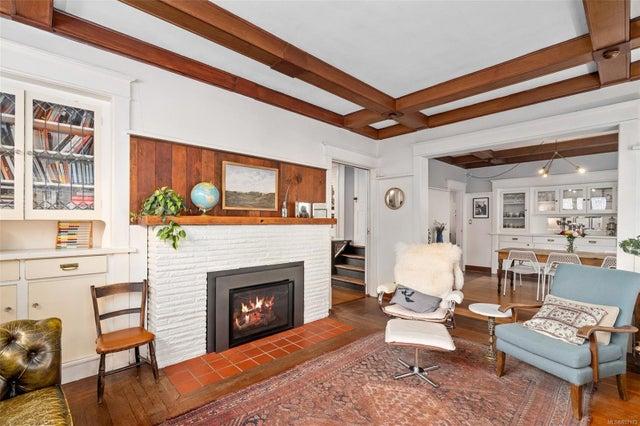 2632 Fernwood Rd - Vi Oaklands Full Duplex for sale, 5 Bedrooms (857173) #9