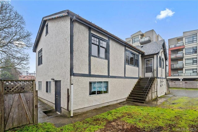 2845/2847 Peatt Rd - La Langford Proper Full Duplex for sale, 6 Bedrooms (421229) #1