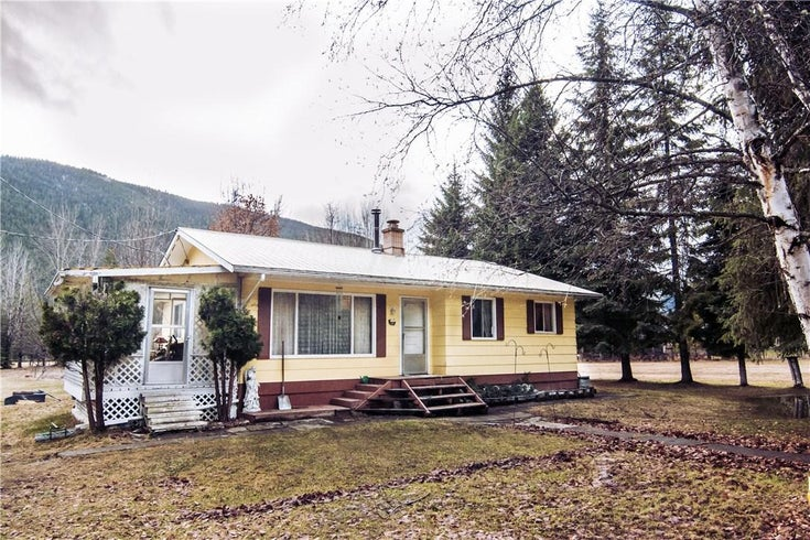 211 Arrowcreek Road East  - Creston House for sale, 2 Bedrooms (2411936)