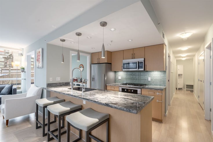 303 1887 CROWE STREET - False Creek Apartment/Condo for sale, 3 Bedrooms (R2458418)