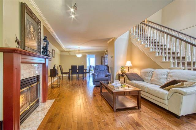 2 245 E 5TH STREET - Lower Lonsdale Townhouse for sale, 2 Bedrooms (R2374001)