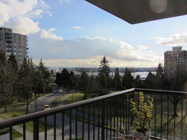 # 402 140 E KEITH RD - Central Lonsdale Apartment/Condo for sale, 2 Bedrooms (V983393) #1