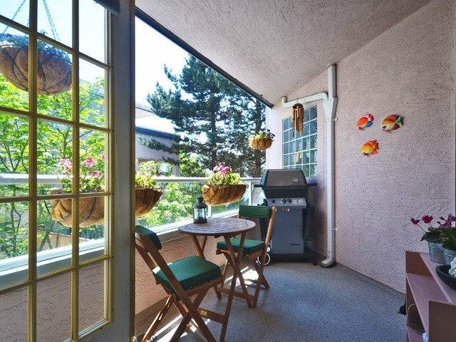 # 201 125 W 18TH ST - Central Lonsdale Apartment/Condo for sale, 2 Bedrooms (V1109740) #1