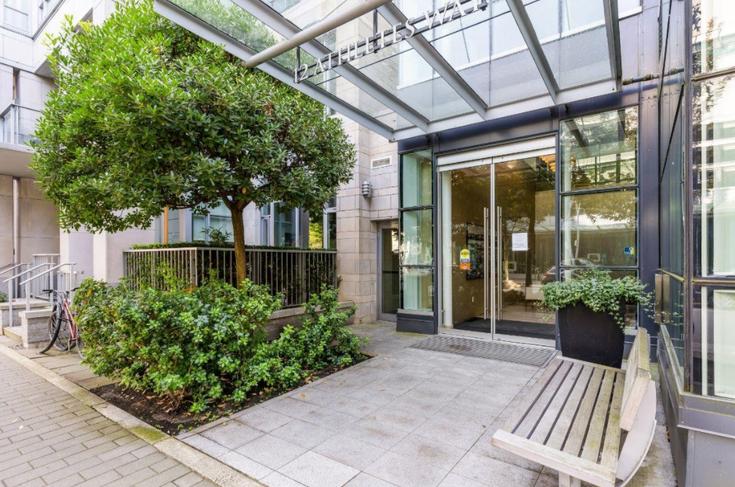 301 12 ATHLETES WAY - False Creek Apartment/Condo for sale, 2 Bedrooms (R2615456)