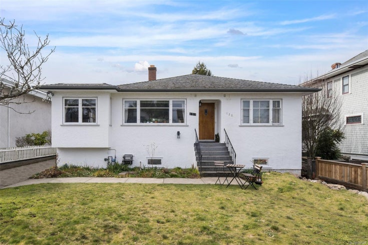 122 Moss St - Vi Fairfield West Single Family Detached for sale, 5 Bedrooms (867347)