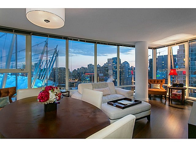 # 2003 111 W GEORGIA ST - Downtown VW Apartment/Condo for sale, 2 Bedrooms (V1125227)
