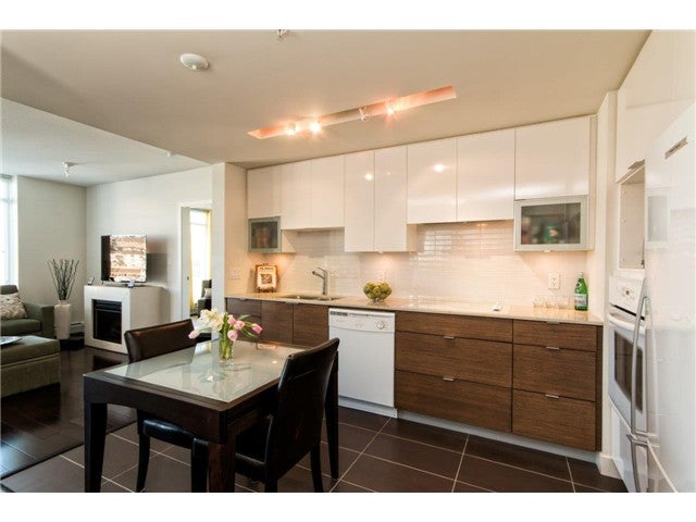 # 807 175 W 2ND ST - Lower Lonsdale Apartment/Condo for sale, 2 Bedrooms (V1108318)