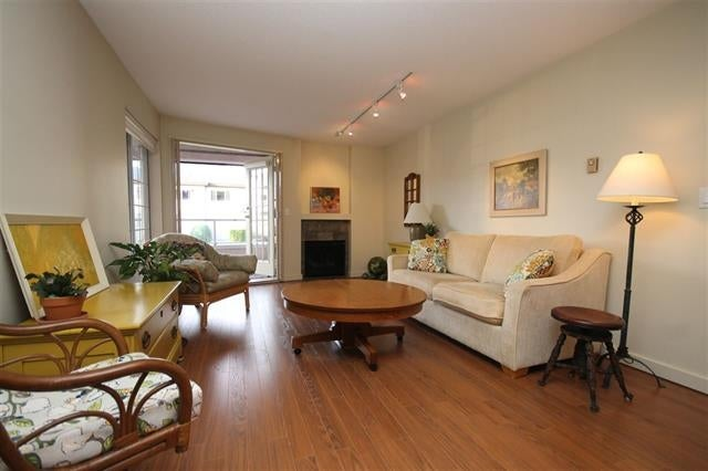207 125 West 18th Street, North Vancouver - Central Lonsdale Apartment/Condo for sale, 2 Bedrooms (R2022690)