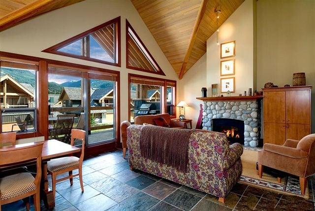 4825 CASABELLA CRESCENT - Whistler Village Townhouse for sale, 3 Bedrooms (R2172546)