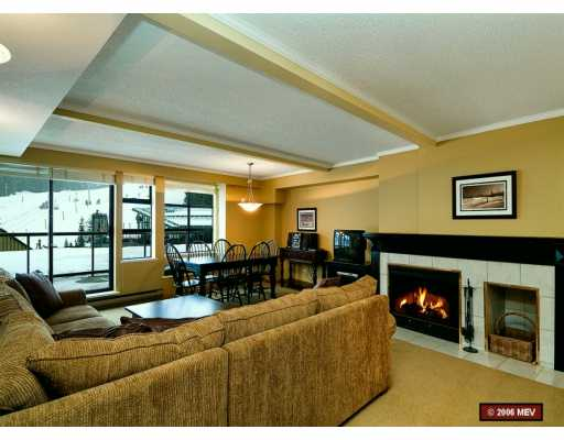 # 203 4290 MOUNTAIN SQ - VWHWH Apartment/Condo for sale, 2 Bedrooms (V627821)