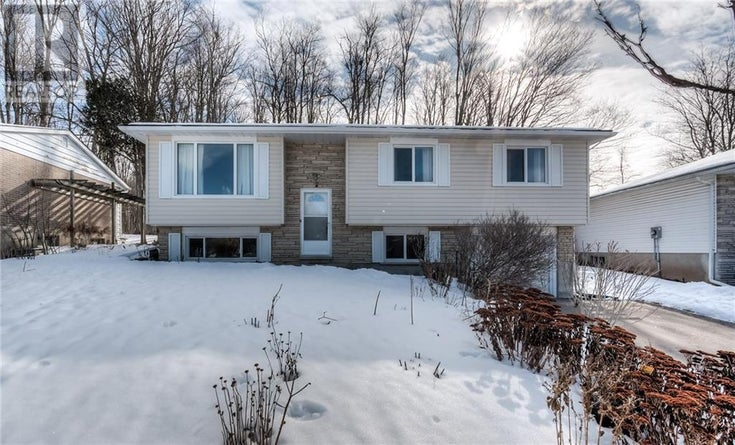 111 GREENBRIER Drive - Waterloo House for sale, 4 Bedrooms (30789352)