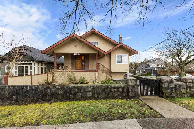 2104 E 4TH AVENUE - Grandview Woodland House/Single Family for sale, 3 Bedrooms (R2558479)