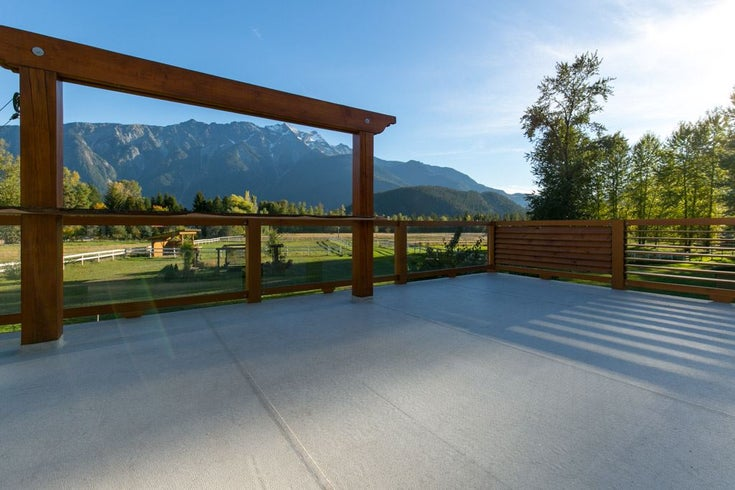 1556 FRASER ROAD - Pemberton House with Acreage for sale, 4 Bedrooms (R2328284)