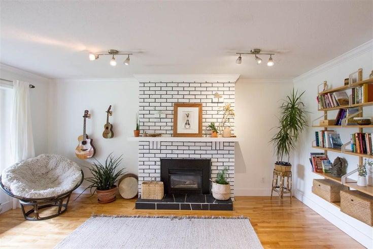 1360 OAK PLACE - Brackendale House/Single Family for sale, 3 Bedrooms (R2509584)