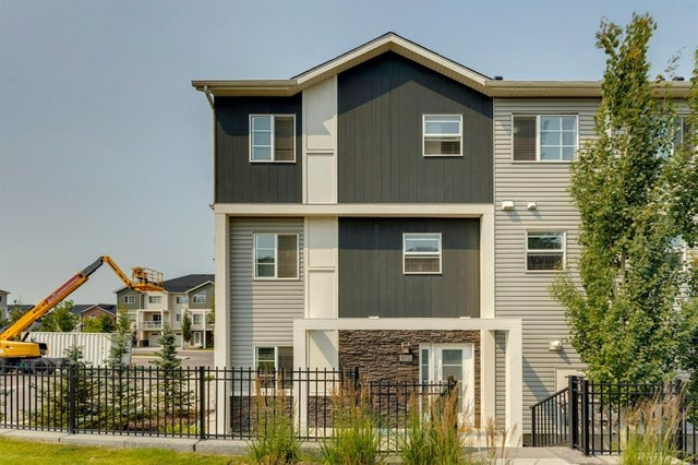 912 Redstone View NE - Redstone Row/Townhouse for sale, 3 Bedrooms (A1136349)