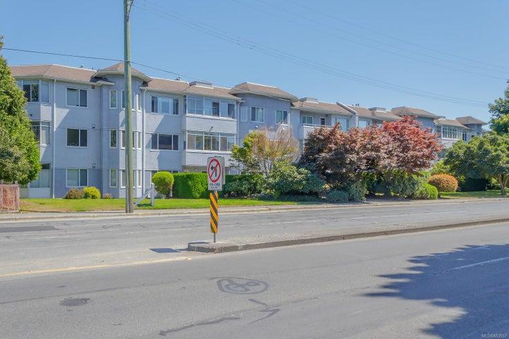 203 3931 Shelbourne St - SE Mt Tolmie Condo Apartment for sale, 2 Bedrooms (883557)