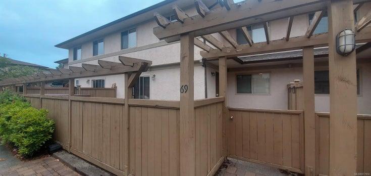 69 4061 Larchwood Dr - SE Lambrick Park Row/Townhouse for sale, 4 Bedrooms (877958)
