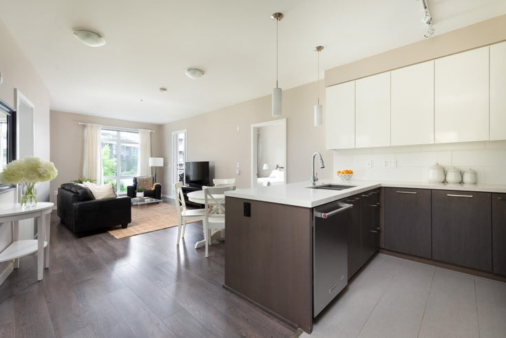 319 22 E ROYAL AVENUE - Fraserview NW Apartment/Condo for sale, 2 Bedrooms (R2601402)