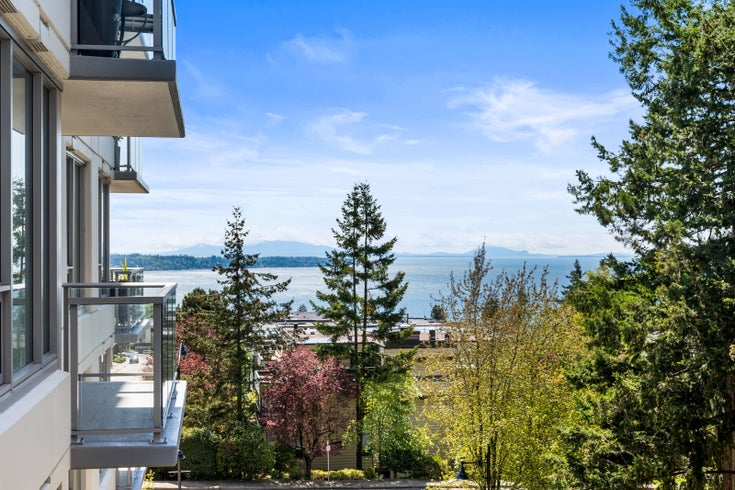 402 15165 THRIFT AVENUE - White Rock Apartment/Condo for sale, 2 Bedrooms (R2578709)
