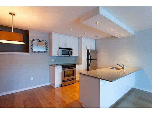 # 105 2080 MAPLE ST - Kitsilano Apartment/Condo for sale, 1 Bedroom (V1106800)