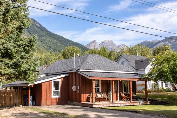 541 10th Ave - Fernie Single Family for sale, 2 Bedrooms (2453845)