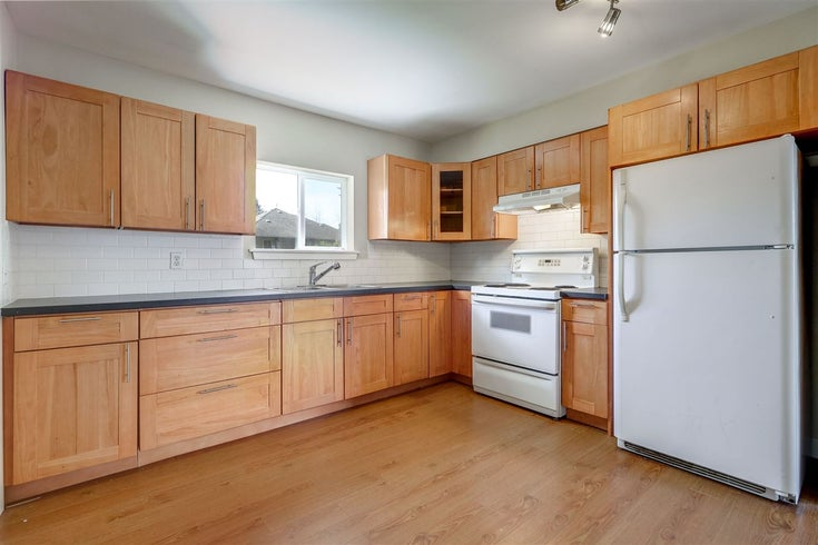 814 Catherine Avenue, Coquitlam - other House/Single Family for sale, 2 Bedrooms (RENOVATED 2 BED COQUITLAM HOME W/ LARGE YARD!)