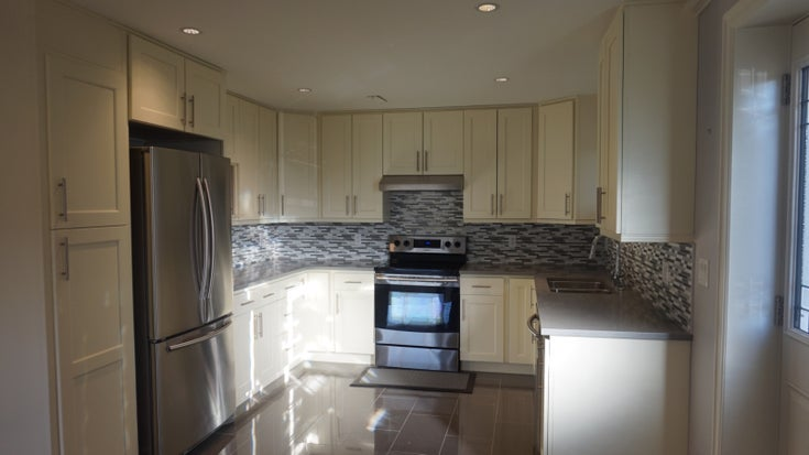 Meadowvista Place, Coquitlam - Coquitlam House/Single Family for sale, 2 Bedrooms (Renovated 2 Bedroom Coquitlam Suite!)