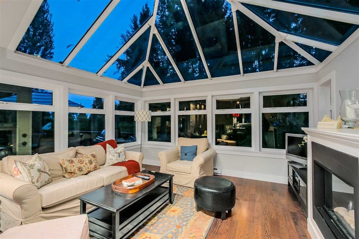 4049 MT SEYMOUR PARKWAY - Dollarton House/Single Family for sale, 5 Bedrooms (R2008237)