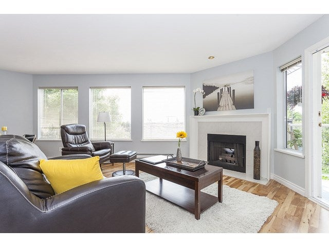 # 204 1369 GEORGE ST - White Rock Apartment/Condo for sale, 2 Bedrooms (F1446503)