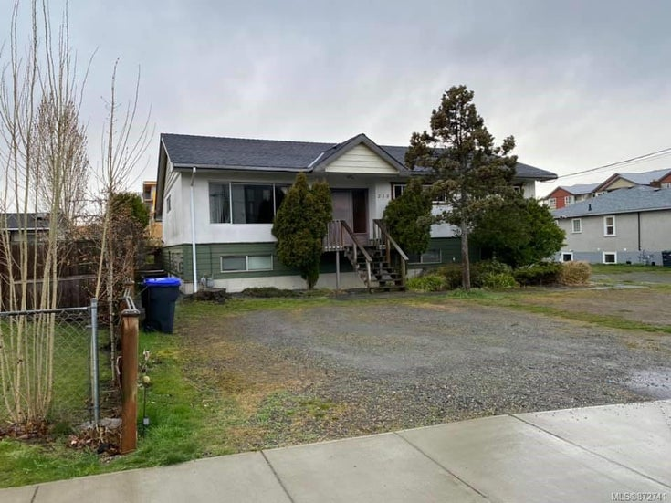 215 Corfield St - PQ Parksville Full Duplex for sale, 5 Bedrooms (872741)