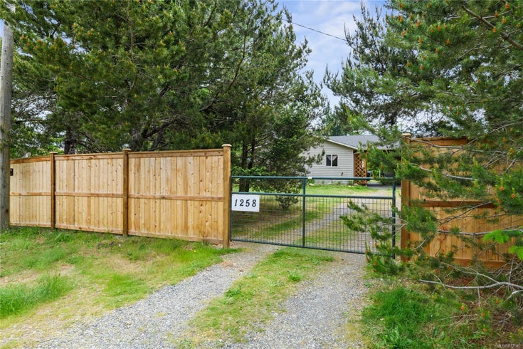 1258 Westurne Heights Rd - PQ Errington/Coombs/Hilliers Single Family Detached for sale, 2 Bedrooms (877842)