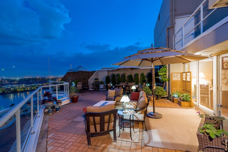 1801-1135 Quayside Dr - Quay Apartment/Condo for sale, 3 Bedrooms (R2544822)