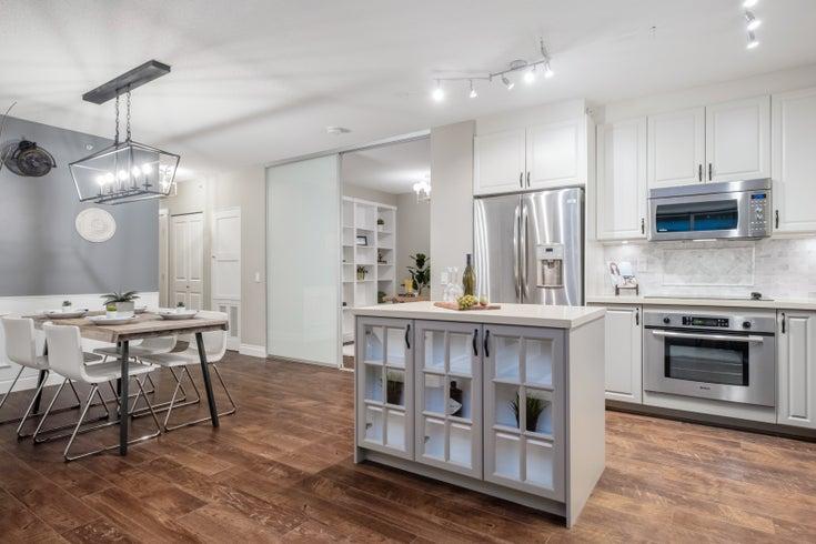 207-1833 Crowe St - False Creek Apartment/Condo for sale, 2 Bedrooms (R2530605)
