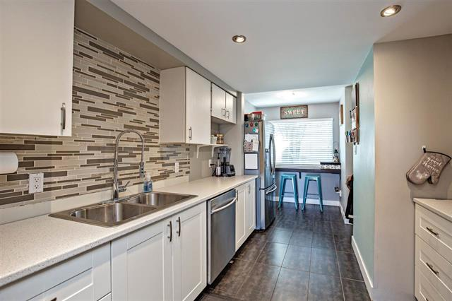 31 20653 THORNE AVE - Southwest Maple Ridge Townhouse for sale(R2446313)