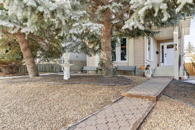 95 STRATHEARN Rise SW - Strathcona Park Detached for sale, 4 Bedrooms (A1060452)